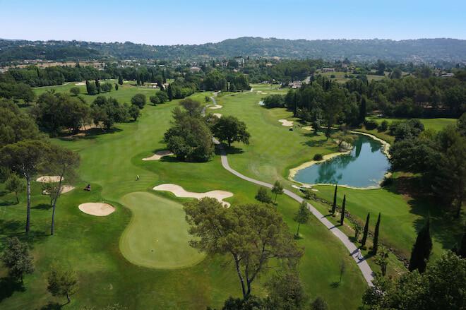 Golf Country Club de Saint Donat: Green du 1 et Départ du 18